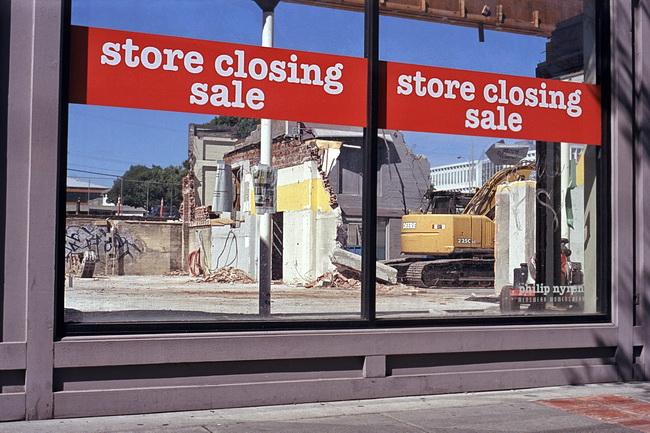 Store Closed! - Film AdvanceFilm Advance